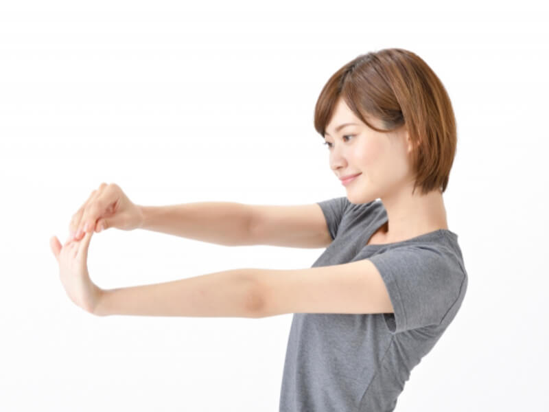 腕の外側のストレッチ