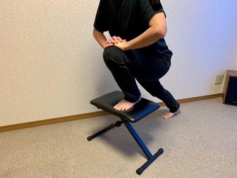 膝を曲げるストレッチ